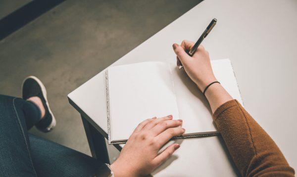 Écrire un dialogue, une citation : les règles typographiques