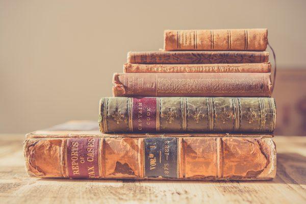 Auto-édition d'un livre, édition traditionnelle : les deux canaux sont-ils compatibles ? La minute conseil