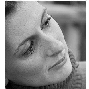 Portrait de Vanessa, consultante en stratégie digitale pour Librinova