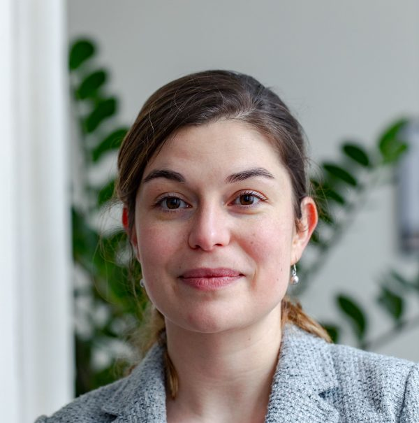 Portrait d'Ophélie, responsable éditoriale de Librinova
