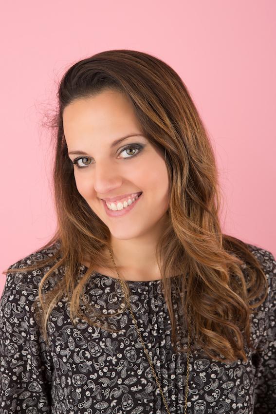Portrait de la pétillante Sophia Sagnot, auteur de livres qui font du bien