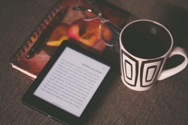 Auto-édition : faut-il publier son livre numérique sur Amazon ?