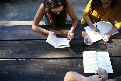Comment mobiliser son réseau pour faire connaître son livre selon l'autrice Valérie Van Oost ?