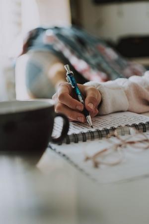 Écrire plusieurs livres à la fois : comment faire ?